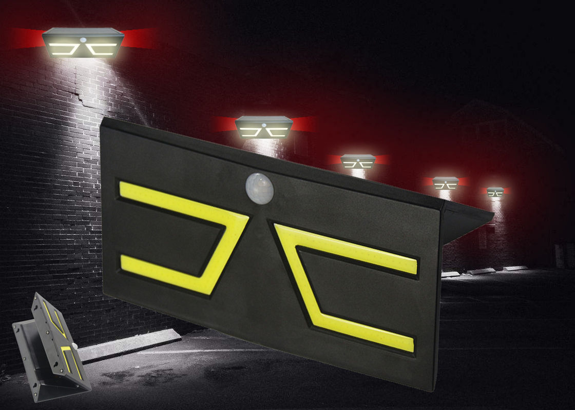 IP65 PIR Solar Powered Motion Lights , Outdoor Solar Wall Lights Zero Electrical Bill